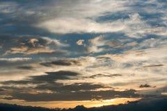 Όμορφος ουρανός με τα σύννεφα και τον ήλιο ηλιοβασίλεμα ουρανού &sigma Στοκ φωτογραφία με δικαίωμα ελεύθερης χρήσης