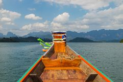 Όμορφος ουρανός ποταμών λιμνών βουνών και φυσική έλξη στο φράγμα Ratchaprapha στο εθνικό πάρκο Khao Sok, επαρχία του Σουράτ Thani Στοκ Εικόνες