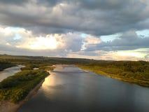 όμορφος ουρανός ποταμών Στοκ φωτογραφία με δικαίωμα ελεύθερης χρήσης