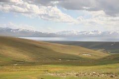 Όμορφος ο φυσικός από Bishkek σε Naryn με τα βουνά Tian Shan του Κιργιστάν Στοκ εικόνες με δικαίωμα ελεύθερης χρήσης