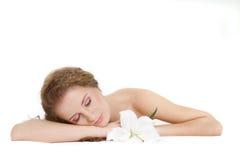 όμορφος πέρα από τη λευκή γυναίκα ύπνου Στοκ Εικόνες