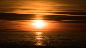όμορφος πέρα από το ηλιοβασίλεμα θάλασσας Χρονικό σφάλμα απόθεμα βίντεο