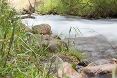 όμορφος ποταμός βουνών Στοκ εικόνα με δικαίωμα ελεύθερης χρήσης