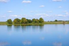 όμορφος ποταμός λιβαδιών &ka Στοκ εικόνες με δικαίωμα ελεύθερης χρήσης