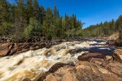 Όμορφος ποταμός με τα ορμητικά σημεία ποταμού Στοκ Φωτογραφία