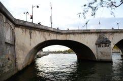Όμορφος ποταμός του Σηκουάνα άποψης βραδιού στοκ εικόνες