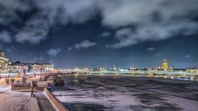Όμορφος ποταμός Neva άποψης σε Άγιο Πετρούπολη, Ρωσία φιλμ μικρού μήκους