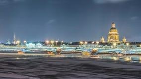 Όμορφος ποταμός Neva άποψης σε Άγιο Πετρούπολη, Ρωσία απόθεμα βίντεο