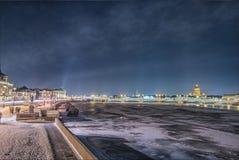 Όμορφος ποταμός Neva άποψης σε Άγιο Πετρούπολη, Ρωσία Στοκ εικόνα με δικαίωμα ελεύθερης χρήσης