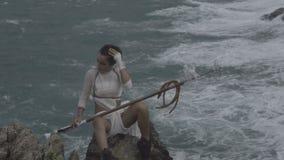 Όμορφος πολεμιστής γυναικών της Αμαζώνας απόθεμα βίντεο