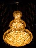 Όμορφος πολυέλαιος κρυστάλλου Στοκ εικόνα με δικαίωμα ελεύθερης χρήσης