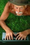 όμορφος πρεσβύτερος ατόμ&o στοκ φωτογραφία
