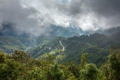 Όμορφος δρόμος βουνών στο εθνικό πάρκο ANG Khang Doi Στοκ Φωτογραφίες