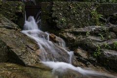 Όμορφος στο πέφτοντας απότομα ρεύμα νερού φύσης στον καταρράκτη Kanching Στοκ εικόνες με δικαίωμα ελεύθερης χρήσης