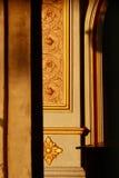 Όμορφος στυλοβάτης με το χρυσό σχέδιο στον ταϊλανδικό ναό, καμία ιδιοκτησία Στοκ Εικόνες
