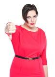 Όμορφος συν τη γυναίκα μεγέθους με τους αντίχειρες κάτω από τη χειρονομία που απομονώνεται στο W Στοκ εικόνα με δικαίωμα ελεύθερης χρήσης