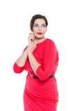 Όμορφος συν τη γυναίκα μεγέθους στο κόκκινο φόρεμα Στοκ φωτογραφία με δικαίωμα ελεύθερης χρήσης