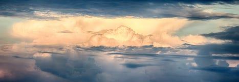 όμορφος σωρείτης σύννεφω&nu Στοκ Φωτογραφία