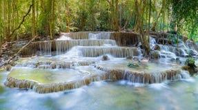 Όμορφος της βαθιάς δασικής πτώσης νερού στο εθνικό πάρκο της Ταϊλάνδης Στοκ Εικόνες