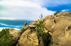 Όμορφος τοπ απότομος βράχος τοπίων Στοκ Φωτογραφία