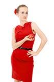 Όμορφος το κορίτσι στο κόκκινο φόρεμα που κρατά τη Apple Στοκ φωτογραφία με δικαίωμα ελεύθερης χρήσης