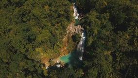 όμορφος τροπικός καταρράκτης Νησί των Φιλιππινών Κεμπού απόθεμα βίντεο