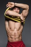 Όμορφος τύπος με το τέλειο σώμα Στοκ Εικόνα