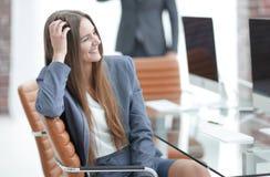 Όμορφος υπάλληλος γυναικών της επιχείρησης Στοκ Φωτογραφίες