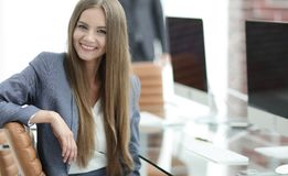 Όμορφος υπάλληλος γυναικών της επιχείρησης Στοκ εικόνες με δικαίωμα ελεύθερης χρήσης