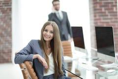 Όμορφος υπάλληλος γυναικών της επιχείρησης Στοκ φωτογραφίες με δικαίωμα ελεύθερης χρήσης