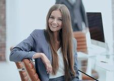 Όμορφος υπάλληλος γυναικών της επιχείρησης Στοκ Εικόνες