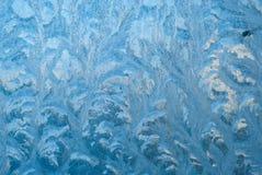 Όμορφος χειμερινός παγετός και οι μπούκλες του πάγου στο γυαλί Αυτό είναι παγωμένο παράθυρο σχεδίων Τα σχέδια Α, κλείνουν επάνω E Στοκ Φωτογραφίες