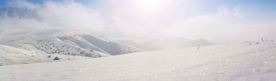 όμορφος χειμώνας ιστορίας χιονιού εξοχικών σπιτιών φινλανδικός δασικός κόκκινος s Στοκ φωτογραφία με δικαίωμα ελεύθερης χρήσης