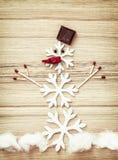 Όμορφος χιονάνθρωπος των νιφάδων χιονιού, των αντιστοιχιών, της σοκολάτας και του τσίλι π στοκ φωτογραφία με δικαίωμα ελεύθερης χρήσης