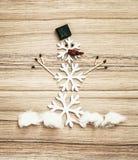 Όμορφος χιονάνθρωπος των νιφάδων χιονιού, των αντιστοιχιών, της σοκολάτας και του τσίλι π στοκ εικόνα