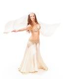 Όμορφος χορευτής κοιλιών που γυρίζει με το πέπλο Στοκ φωτογραφία με δικαίωμα ελεύθερης χρήσης