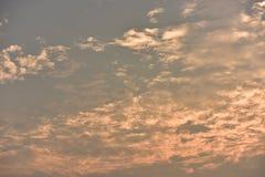 Όμορφος χρυσός ουρανός ηλιοβασιλέματος Στοκ Εικόνες