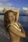 Όμορφος redhead στην παραλία Στοκ φωτογραφίες με δικαίωμα ελεύθερης χρήσης