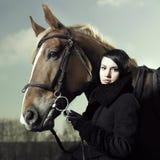 όμορφο άλογο κοριτσιών Στοκ φωτογραφία με δικαίωμα ελεύθερης χρήσης