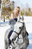 όμορφο άλογο κοριτσιών στοκ εικόνες
