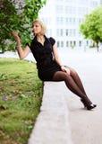 όμορφο άνθος που απολαμ&bet Στοκ εικόνες με δικαίωμα ελεύθερης χρήσης