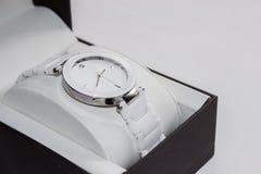 Όμορφο, άσπρο ρολόι με ένα διαμάντι Στοκ Εικόνες