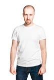 Όμορφο άτομο με τις σφιγγμένες πυγμές που απομονώνεται στο λευκό Στοκ φωτογραφία με δικαίωμα ελεύθερης χρήσης