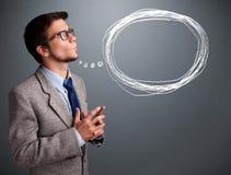 Όμορφο άτομο που σκέφτεται για την ομιλία ή τη σκεπτόμενη φυσαλίδα με ομο Στοκ Εικόνα