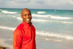 Όμορφο άτομο στην παραλία Στοκ φωτογραφία με δικαίωμα ελεύθερης χρήσης