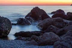 Όμορφο ήρεμο ηλιοβασίλεμα, στη Μαύρη Θάλασσα στοκ εικόνα με δικαίωμα ελεύθερης χρήσης