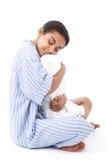 Όμορφο αγκάλιασμα κοριτσιών μιγάδων ύπνου Στοκ Εικόνες
