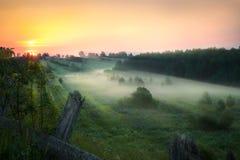 Όμορφο αγροτικό τοπίο πρωινού Ανατολή αυγή Στοκ εικόνα με δικαίωμα ελεύθερης χρήσης