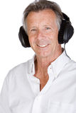Όμορφο ανώτερο αρσενικό με τα ακουστικά Στοκ εικόνα με δικαίωμα ελεύθερης χρήσης