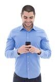 Όμορφο αραβικό άτομο πουκάμισο με το smartphone που απομονώνεται στο μπλε στο wh Στοκ Εικόνες
